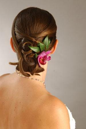 frizure-za-vjencanja-cvijece-u-kosi-2