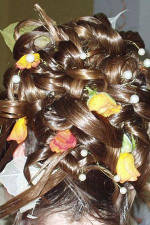 frizure-za-vjencanja-cvijece-u-kosi-3
