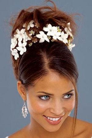 frizure-za-vjencanja-cvijece-u-kosi-4