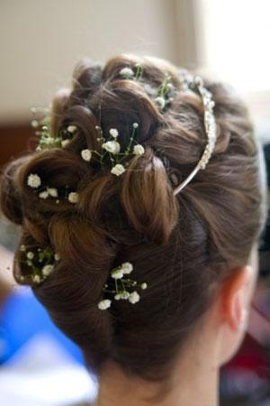frizure-za-vjencanja-cvijece-u-kosi-51