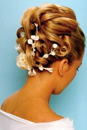 frizure-za-vjencanja-cvijece-u-kosi-72