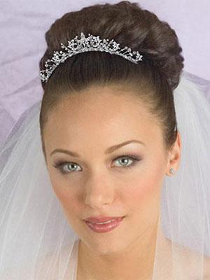 frizure-za-vjencanje-s-krunom-1