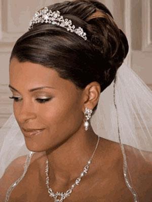 frizure-za-vjencanje-s-krunom-4