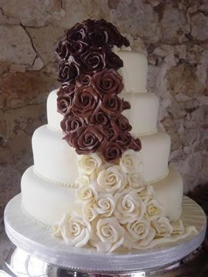 Cokoladne svadbene torte ukrasene cvijecem-5