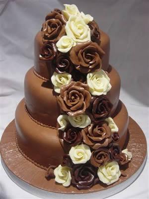 Cokoladne svadbene torte ukrasene cvijecem