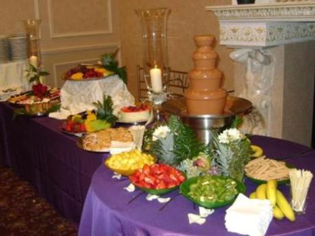 dekoriranje stola s kolačima-1
