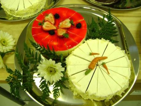 dekoriranje stola s kolačima-2