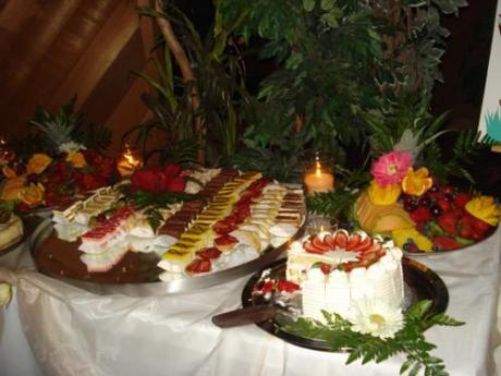 dekoriranje stola s kolačima-3