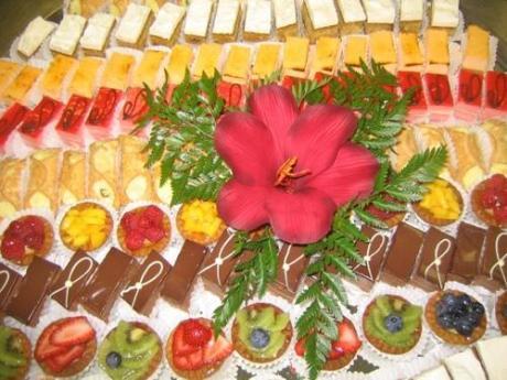 dekoriranje stola s kolačima-5