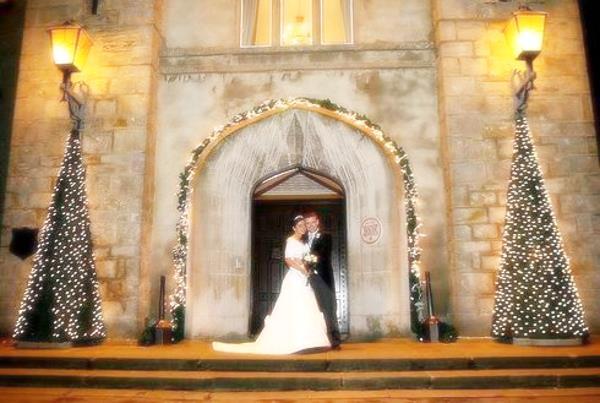 Dekoriranje crkve za zimsko vjenčanje