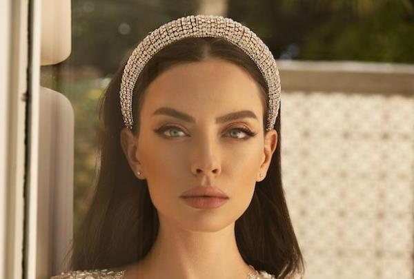 Frizure za vjenčanje 2021. – obruč i tijare u kosi
